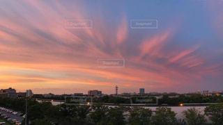夕暮れ時の都市の眺めの写真・画像素材[2181949]