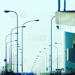 道路脇の電灯の並びの写真・画像素材[2187634]