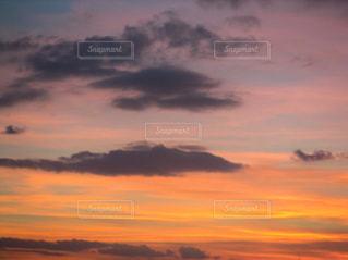 オレンジの空の写真・画像素材[2822077]