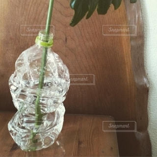 ペットボトルの花瓶の写真・画像素材[2824457]