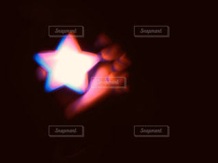 暗闇・星形ライトの写真・画像素材[2863365]