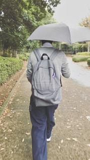 高校生男子の通学風景の写真・画像素材[3090650]