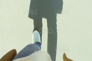 歩く女性の足元、左足の写真・画像素材[3133350]