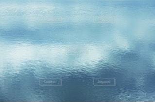 青い湖面の風景の写真・画像素材[3494080]