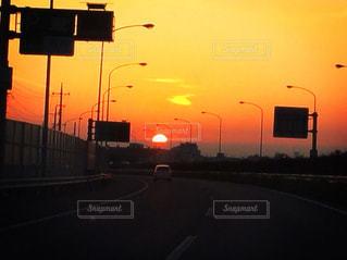 日の出のドライブの写真・画像素材[2025837]