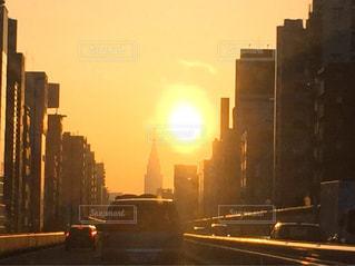 朝焼けの都会への写真・画像素材[2025962]
