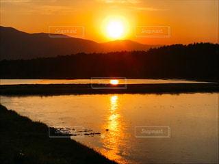 オレンジ色の世界の写真・画像素材[2085186]