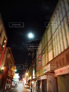 宮古島、平良の月夜の写真・画像素材[2203386]