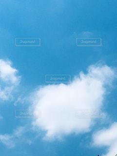 ほんわかハート雲の親子みたい。の写真・画像素材[2116626]