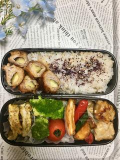 発芽米入りご飯と黒豚のナス巻き弁当です。の写真・画像素材[2234944]