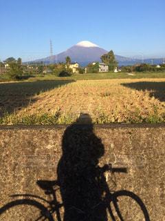 富士山と写り込んだ私笑の写真・画像素材[2013074]
