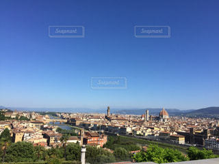 都市を見下ろす丘の上の城の写真・画像素材[2446822]