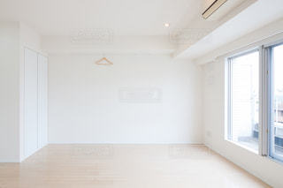 明るい部屋の写真・画像素材[2106469]