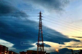 じっと、動かない電波塔の写真・画像素材[2020614]