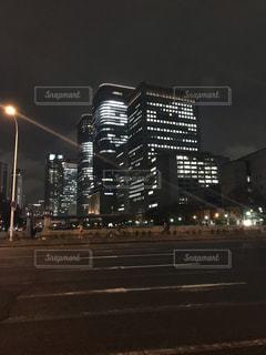 夜間のビルディングの写真・画像素材[2026101]