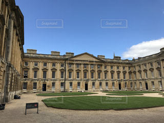 イギリス オックスフォード大学のミルクティー色の建物の写真・画像素材[2038598]