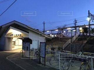懐かしさを感じる小屋浦駅の写真・画像素材[2035850]