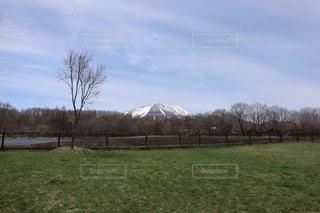 キャンプ時からの浅間山の写真・画像素材[2150599]