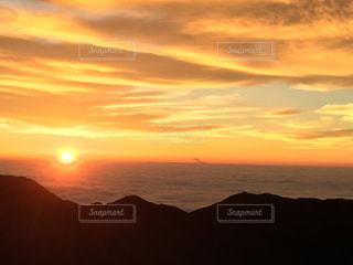 穂高の夜明けの写真・画像素材[2032325]