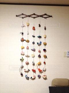 壁に掛かっているネックレスの写真・画像素材[2880907]