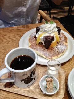 パンケーキとコーヒーの写真・画像素材[2903342]