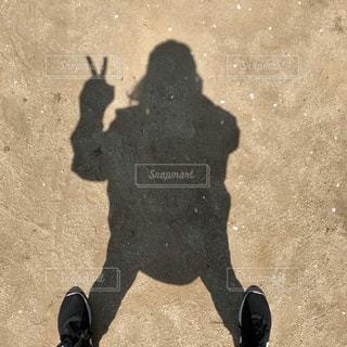 自粛中の一人散歩の写真・画像素材[3144448]