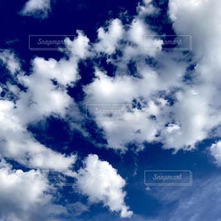 青い空の雲の群の写真・画像素材[3413836]
