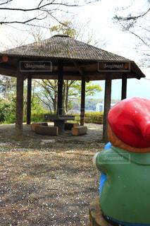 小人が見守る休憩所の写真・画像素材[2048698]