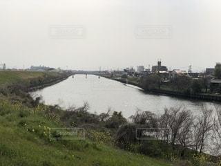 川の流れる風景の写真・画像素材[2036053]