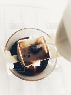 コーヒーを入れる(上から)の写真・画像素材[2036569]