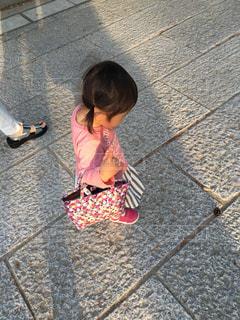 お散歩中の写真・画像素材[2037646]