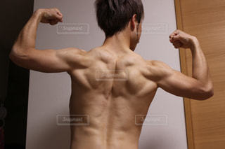男性の筋肉の写真・画像素材[2122413]