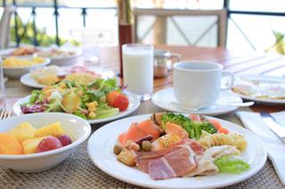 テラス席での朝食バイキング🍴の写真・画像素材[2127973]