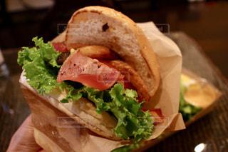 ハンバーガーの写真・画像素材[2378820]