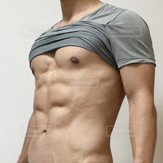 割れた腹筋の写真・画像素材[2400565]