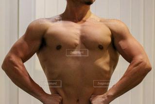 男性の筋肉の写真・画像素材[2400566]