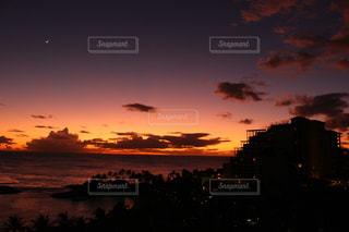日没時の眺めの写真・画像素材[2494126]