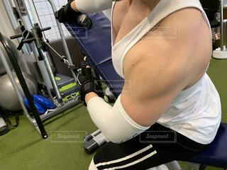 男性のトレーニングの写真・画像素材[4693350]