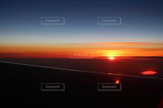 飛行機からの朝日の写真・画像素材[2243044]