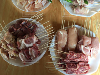 皿の上の肉盛り合わせ - No.715485
