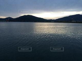 福井の静かな海の写真・画像素材[2045499]