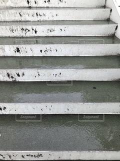 雨の日の階段の写真の写真・画像素材[2285989]