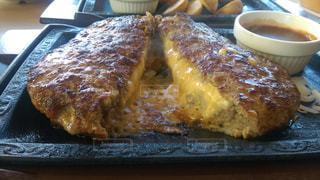 チーズインハンバーグの写真・画像素材[2048726]