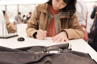 眼鏡をかいまして。の写真・画像素材[2086796]