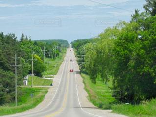 どこまでも続く道の写真・画像素材[2080069]