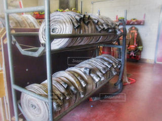 たくさんの消防車のホースの写真・画像素材[2111452]