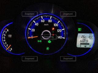 軽自動車の夜間のスピードメーターの写真・画像素材[2127695]
