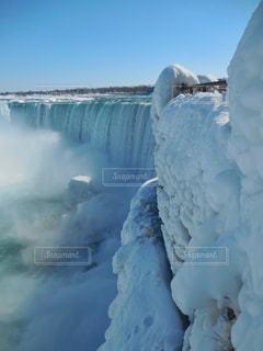 真冬のナイアガラ。雪が積もって手すりも覆っていました。の写真・画像素材[2167321]