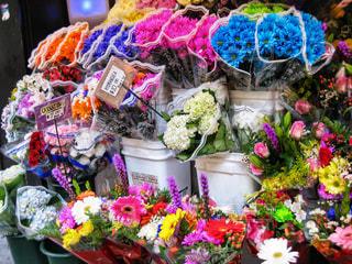 カラフルなお花屋さんの写真・画像素材[2213700]