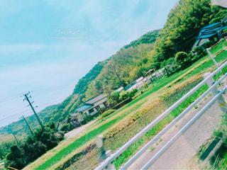 山の道路の写真・画像素材[2084104]